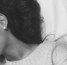 Ariana Grande MOON NECK TATTOO - http://oceanup.com/2015/04/15/ariana-grande-moon-neck-tattoo/