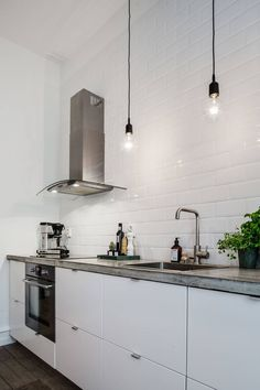 4 Tips For Kitchen Remodeling In Your Home Renovation Project – Home Dcorz Home Decor Kitchen, Kitchen Interior, New Kitchen, Home Kitchens, Kitchen Lamps, Scandinavian Interior Design, Interior Design Living Room, Estilo Shaker, Appartement Design