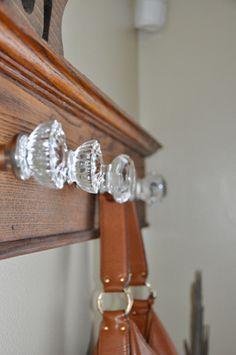 Door Knobs Crafts, Vintage Door Knobs, Antique Door Knobs, Glass Door Knobs, Vintage Doors, Antique Doors, Vintage Coat, Doorknob Hangers, Diy Home
