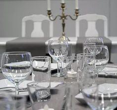 harkalankoulu | Juhlatila Willa Harkala White Wine, Wine Glass, Alcoholic Drinks, Tableware, Dinnerware, Alcoholic Beverages, Tablewares, White Wines, Place Settings
