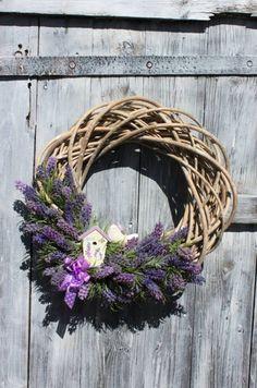 Atelier Kari nature decorations and wreaths – BuzzTMZ Lavender Uses, Lavender Crafts, Lavender Cottage, Lavender Wreath, Lavander, Fall Wreaths, Door Wreaths, Diy Wreath, Grapevine Wreath