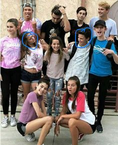 """Look at Hayden staring at Annie❤️ And the whole gang from the """"Chicken Girls"""" movie Annie Grace, Annie Lablanc, Best Friend Pictures, Friend Photos, Julianna Grace Leblanc, Hayley Leblanc, Chicken Boy, Annie Leblanc Outfits, Rock Your Hair"""