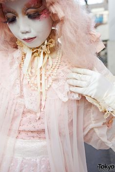 Japanese shironuri Minori in Harajuku, wearing an all pastel pink outfit with heels and a red bag. Harajuku Fashion, Lolita Fashion, Star Fashion, Cute Costumes, Girl Costumes, Japanese Kawaii Fashion, Japanese Style, Pastel Pink Hair, Tokyo Street Style