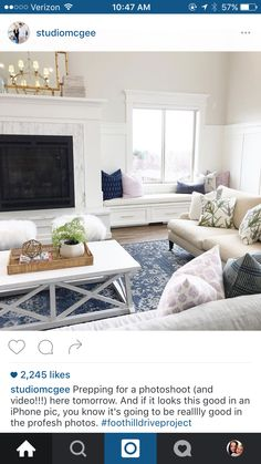 Interior Planning Tips Tricks And Techniques For Any Home. Interior design is a topic that lots of people find hard to comprehend. However, it's actually quite easy to learn the basics of effective room design. Home Living Room, Living Room Designs, Living Room Decor, Living Spaces, Studio Living, Lohals, Window Seat Storage, Window Seats, Room Window