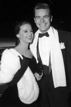 Natalie Wood and Robert Wagner Most Beautiful Couple in Hollywood Hollywood Couples, Hollywood Icons, Hollywood Life, Old Hollywood Glamour, Golden Age Of Hollywood, Hollywood Stars, Classic Hollywood, Vintage Hollywood, Hollywood Actresses