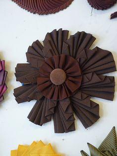 Love the wing-like petals. Ribbon Art, Diy Ribbon, Fabric Ribbon, Felt Fabric, Ribbon Crafts, Flower Crafts, Ribbon Projects, Ribbon Flower, Button Flowers