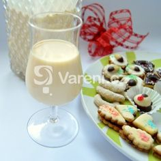 Fotografie receptu: Výborný a jemný vaječný likér Cocktails, Drinks, Glass Of Milk, Vodka, Cake, Recipes, Food, Christmas, Design