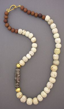 AN856  note: (if I recall correctly...) find these & similar ethnic beads at mangobeads.com