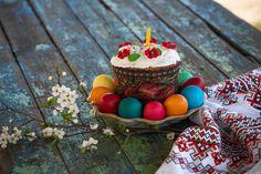 Easter cake - пасхальный кулич с крашенками