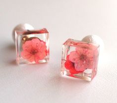 These tiny square earrings are crafted from Crystal resin with tiny pink flowers nestled within. Smaller in size but not lacking in detail these are ideal for day wear or evening. Making Resin Jewellery, Resin Jewelry, Jewelry Crafts, Diy Resin Art, Diy Resin Crafts, Kids Earrings, Clay Earrings, Square Earrings, Stud Earrings