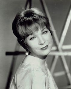 Shirley MacLaine Old Hollywood Movies, Classic Hollywood, Divas, Terms Of Endearment, Shirley Maclaine, Actor Studio, Academy Award Winners, Classic Actresses, Cinema