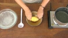 Vous n'aimez pas perdre du temps à éplucher les pommes de terre ? Heureusement, il existe une astuce rapide pour les éplucher facilement.  Découvrez l'astuce ici : http://www.comment-economiser.fr/eplucher-des-pommes-de-terre-super-rapidement.html?utm_content=buffera150a&utm_medium=social&utm_source=pinterest.com&utm_campaign=buffer