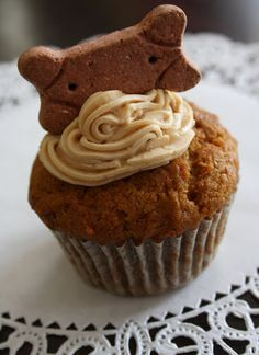 Peanut Butter Delight Pupcakes. Pupcakes:  1 cup flour,  1 tsp baking soda,  1/4 cup peanut butter,  1/4 cup vegetable oil,  1 cup shredded carrots,  1 tsp vanilla,  1/3 cup honey,  1 egg.  Icing:  4 oz low-fat cream cheese,  2 oz all natural creamy peanut butter,  1 Tbsp canola oil.