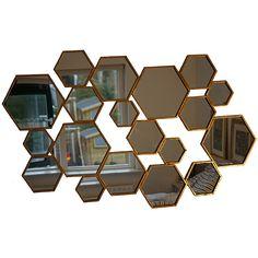 Prachtige Spiegel bestaande uit 19 hexagonale zeshoekige spiegeltjes met gouden…
