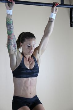 Christmas Abbott is an inspirational woman who has achieved many accomplishments with effort, strength and perseverance. She is a Crossfit Athlete & is the first woman to be apart of an elite Nascar pit crew! You Fitness, Fitness Goals, Fitness Motivation, Crossfit Women, Crossfit Athletes, Christmas Abbott, Military Workout, Michelle Lewin, Athletic Women