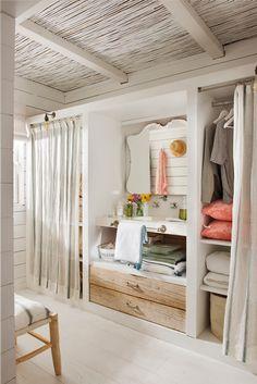 Vestidor cerrado con cortinas y zona de tocador con lavamanos 00483339 Zona  De Tocador 13df94d0e3fc