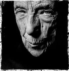 Louise Bourgeois - French-American artist and sculptor, one of the most important artists in modern and contemporary art. Photo by Francis Giacobetti Louise Bourgeois, Baba Yaga, Portraits, Sculpture Art, Metal Sculptures, Abstract Sculpture, Bronze Sculpture, Interesting Faces, Famous Artists