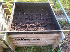 """Selber-Macherin: Gartentagebuch 19.04.2015: 1. Hochbeet bepflanzt, Baum geschnitten, Kartoffelkübel befüllt und Wildkräutersalat  Hallo ihr!  Heute habe ich es endlich mal wieder geschafft ein bisschen was im Garten zu machen. Meinen kleinen """"Tagebucheintrag"""" dazu findet ihr hier. Wie weit seid ihr so?  #Garten #pflanzen #Selbstversorgung #Kartoffeln #Wildkräuter #Salat"""