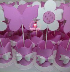 Flores e Borboletas centro de mesa.  #flores #borboletas #centrodemesa #decoracao #festa #jardim #artesanato #mimo #qualidade #feitoamao Facebook Sign Up, Cake Pops, Confetti, Party Themes, Crafts For Kids, Wedding Decorations, Bouquet, Scrapbook, Birthday