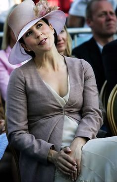 Princess Mary - lovely  while pregnant :)
