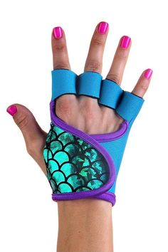 Emerald Wave workout gloves. Let me be a mermaid princess while I work out! #finfun #mermaids #mermaidtails www.finfunmermaid.com