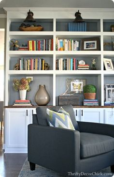 If you're not full into black, gray works, too — isn't Thrifty Decor Chick's home library amazing? Read more at http://www.remodelaholic.com/decorating-black-reasons-use-dark-colors/2/#CGZ4bb0778tFKkcm.99