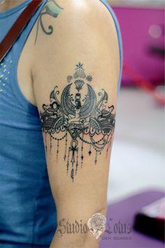 Isis egyptian armband tattoo. Done at Studio Lotus, Campinas-SP, BRAZIL. Deborah (Deh) Soares. More : facebook.com/studiolotustatuagem