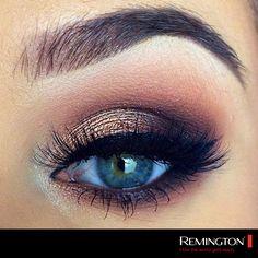 Un look en tonos oscuros y muy cargado es ideal para salir en la noche y resaltar tu mirada. Compleméntalo con unos labios nude para un look más completo ;) #makeup #tips #style #woman #cool