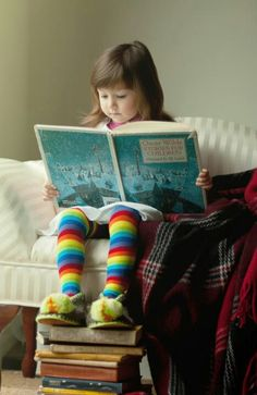 Little girl reading book / colorful tights Girl Reading Book, I Love Reading, Kids Reading, Reading Books, I Love Books, Books To Read, Storybook Cottage, Illustration, Lectures