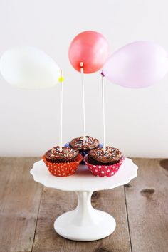 I was inspired by this adorable cake from Martha Stewart to use up our stash of summer water balloons to make some sweet and festive cupcake toppers. #diy #howto #doityourself
