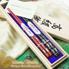 Raden Wakasa Nuri Bashi (mother of pearl lacquered chopsticks) Meisho Wakasa Zen (legend artisan Wakasa pair of chopsticks) Hiden Kaimatsuba two pairs with paulownia box