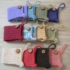 Best 12 Crochet coffee mug cozy Crochet Coffee Cozy, Crochet Cozy, Crochet Gifts, Cute Crochet, Loom Knitting Projects, Crochet Projects, Coffee Cozy Pattern, Coffee To Go Becher, Crochet Kitchen