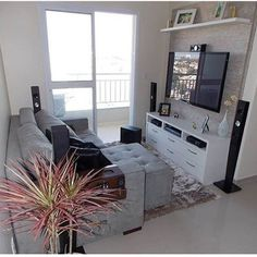 Best solution small apartment living room decor ideas 10 A room is currently the principal part of our residence. On the flip side, living room should be cozy and pleasing your eyes. The little living room usually is hard to be decorated. Home, Apartment Interior, Living Room Decor Apartment, Tiny Living Rooms, Small Apartment Living, Small Tv Room, Small Apartment Living Room, Small Apartment Design, First Apartment Decorating