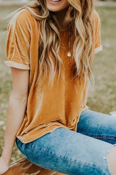 Take a look at the best what to wear with velvet jeans in the photos below and get ideas for your outfits! Neutral coloured over the knee boots will look great paired with an all black outfit. Look Fashion, Fashion Beauty, Autumn Fashion, Womens Fashion, Fashion Tips, Fashion Trends, Ladies Fashion, Fashion 2018, Fashion Outfits