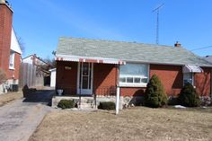 EXPLORE THE POSSIBILITIES! Move-in condition! You'll love the layout of this 3 bedroom, all brick detached bungalow with summer kitchen in basement, finished recreation room, hardwood floors under carpeting on main level, and over sized detached garage plus huge yard. Located near parks, schools, shopping and transit. Make this lovely home yours for only $250,000. E3158435