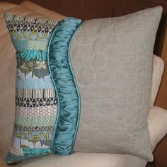 love the colors and the curves.and of course, the patchwork Sewing Pillows, Diy Pillows, Decorative Pillows, Throw Pillows, Patchwork Pillow, Quilted Pillow, Scatter Cushions, Pin Cushions, Quilting Projects