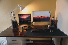 Laptop Gaming Setup, Computer Desk Design, Best Gaming Setup, Gaming Room Setup, Computer Setup, Pc Setup, Workspace Inspiration, Desk Inspo, Bedroom Setup