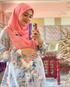 Arab Girls Hijab, Girl Hijab, Local Girls, Blonde Beauty, Maternity Pictures, Muslim Women, Maternity Dresses, Hijab Fashion, Photoshoot