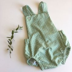 Green dots summerromper, baby shower, birthday, by TheElsiCraft on Etsy https://www.etsy.com/no-en/listing/581736782/green-dots-summerromper-baby-shower