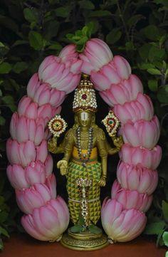 Housewarming Decorations, Diy Diwali Decorations, Festival Decorations, Flower Decorations, Flower Rangoli, Flower Garlands, Krishna Art, Lord Krishna, Shiva