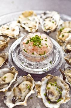Oysters with Champagne Mignonette Granita.I love oysters Seafood Dishes, Fish And Seafood, Seafood Recipes, Wine Recipes, Cooking Recipes, Sushi Recipes, My Favorite Food, Favorite Recipes, Oyster Recipes