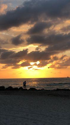 sunrise in Miami Beach - Stuff - Fotografie Amazing Sunsets, Amazing Nature, Miami Beach, Beautiful Sunset, Beautiful Beaches, Types Of Photography, Nature Photography, Sunset Sky, Sunrise