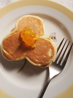 shamrock pancake - good idea for St. Patty's Day!