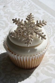 Great snowflake cupcakes for a winter wedding.