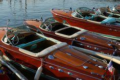Estas embarcações estão ficando cada vez mais belas, neste caso, lanchas tradicionais em madeira.