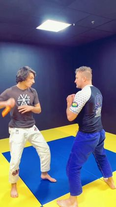 Krav Maga Self Defense, Self Defense Moves, Self Defense Martial Arts, Martial Arts Workout, Martial Arts Training, Boxing Workout, Martial Arts Techniques, Self Defense Techniques, Fighter Workout