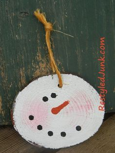 Log slice snowman- All Free Christmas Crafts- Free Christmas Crafts for DIY Decorations, Gifts and More