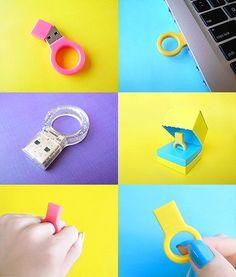 Anél pen drive. Gostei, quero um! assim fica mais difícil esquecer por ai.     A memory stick ring.