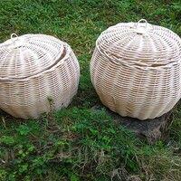 Keranjang Rotan Bulat Kelapa   Dibuat dari rotan asli Kalimantan yang dianyam secara manual dengan tangan, bukan mesin. Berbentuk bulat seperti kelapa.   Ukuran: 17x20x22cm  Diameter bawah: 17cm  Diameter tutup: 20cm  Tinggi keranjang 22cm   Harga: Rp. 55.000,-   Untuk pembelian silakan hubungi whatsapp +62-852-4680-0703   #plaited #plaiting #weaving #bark #natural #rattan #borneoethnic #coconut #basket #basketry #decoration #decor #home #homedecoration #chic #shabby #shabbychic Rattan Basket, Outdoor Furniture, Outdoor Decor, Home Decor, Decoration Home, Room Decor, Interior Design, Home Interiors, Backyard Furniture