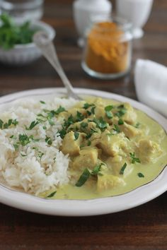 The chicken in curry and coconut milk. Dish quick and tasty. A basic recipe that you can also make with shrimp or other seafood. Cuisine Diverse, Salty Foods, Couscous, Rice Recipes, Cheeseburger Chowder, Risotto, Potato Salad, Seafood, Food And Drink